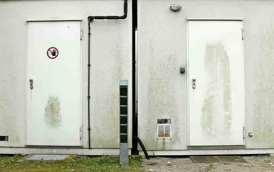 biztonsági bejárati ajtó